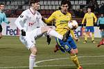 Fotbalisté Fastavu Zlín (ve žlutém) v 6. kole Evropské ligy skupiny F v olomouckém azlyu podlehli lídru nejvyšší ruské soutěže Lokomotivu Moskva.