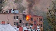 Požár v paneláku v Uničovské ulici ve Šternberku