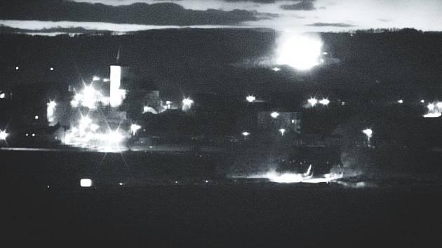 Požár lesa u Troubelic zachycený webovou kamerou. 14.4. 2020