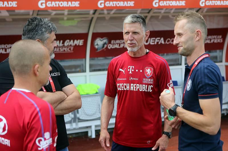 Trénér české fotbalové reprezentace Jaroslav Šilhavý (uprostřed), Adam Košař, Ladislav Minář