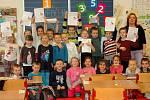 Pololetní vysvědčení u prvňáků na Masarykově základní škole ve Velké Bystřici