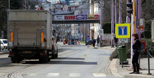 Uzavírka Wolkerovy ulice vcentru Olomouce kvůli opravě tramvajové trati