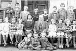 Základní škola. Letos oslaví 135 let od svého založení. Za dobu své existence prošla řadou významných změn. V letech 1978 až 1990 zde byla výuka zrušena a ve škole byl umístěn dětský domov. Od roku 1990 se v ní opět vyučuje.