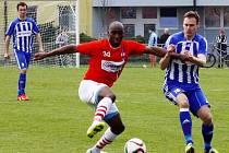 Fotbalisté Uničova (v modrobílé) proti Líšni