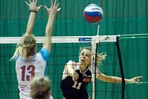 Olomoucké volejbalistky (v tmavém) v play-off proti Prostějovu