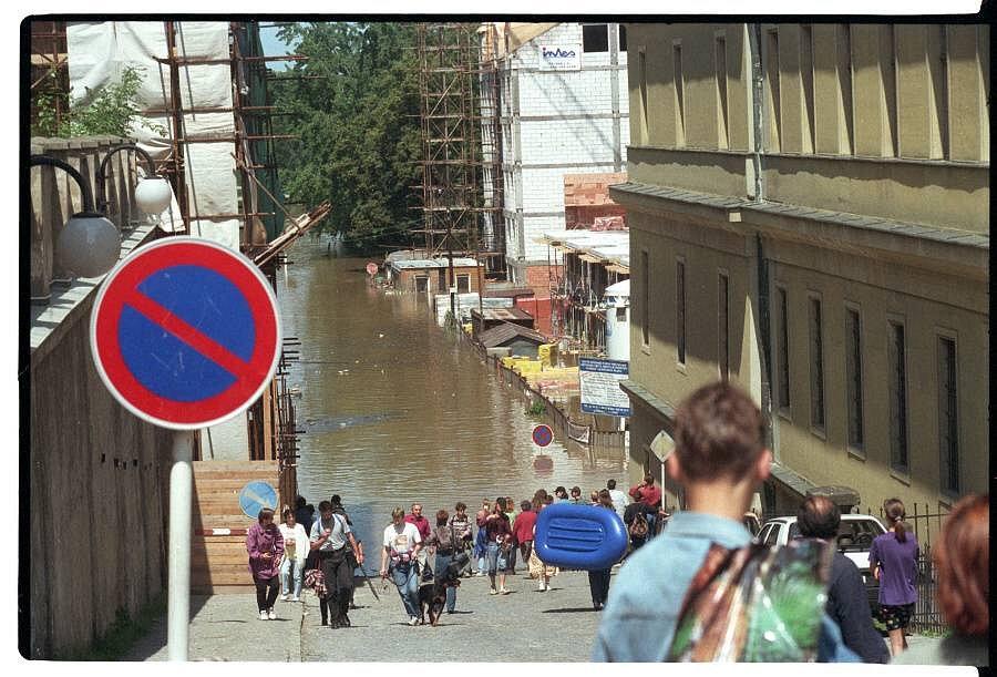 Olomouc, 9. července 1997. Hanáckého pluku, v pozadí Dobrovského