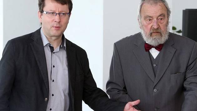 Antonín Staněk (vlevo) a první polistopadový primátor Milan Hořínek. Představení kandidátů ČSSD pro podzimní komunální volby v Olomouci 2014