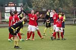 Fotbalisté Nových Sadů (ve žluto-černém) padli s Blanskem 0:7.