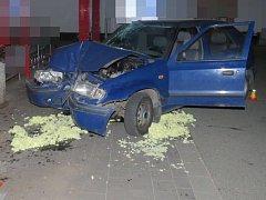 Havárie mladého řidiče felicie na parkovišti v Zikově ulici v Olomouci