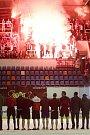 Olomoučtí hokejisté (v bílém) v posledním utkání sezony porazili Pardubice 8:2