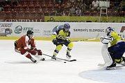 Olomoučtí hokejisté (v červeném) prohráli v posledním zápase přípravy proti Zlínu 2:3