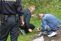 Policisté zajišťují stopy.