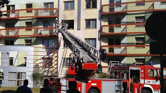 Hasiči zasahují u požáru na VŠ kolejích v Olomouci-Neředíně