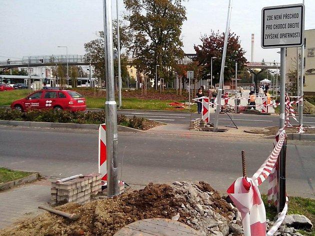 Budování nového přechodu uobchodní galerie Šantovka