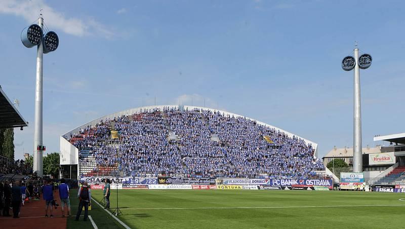 Fanoušci Baníku na severní tribuně Androva stadionu