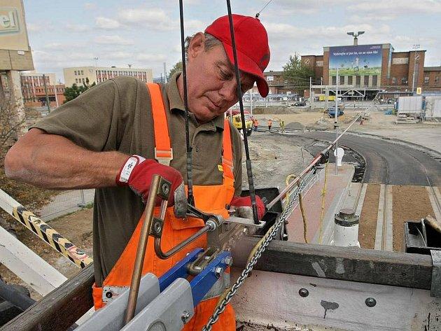Práce na zrekonstruované tramvajové trati v přednádraží