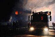 V Bohuňovicích hořela dvoupatrová dřevostavba