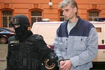 Jiří Večeř na snímku z roku 2010 míří k brněnskému soudu