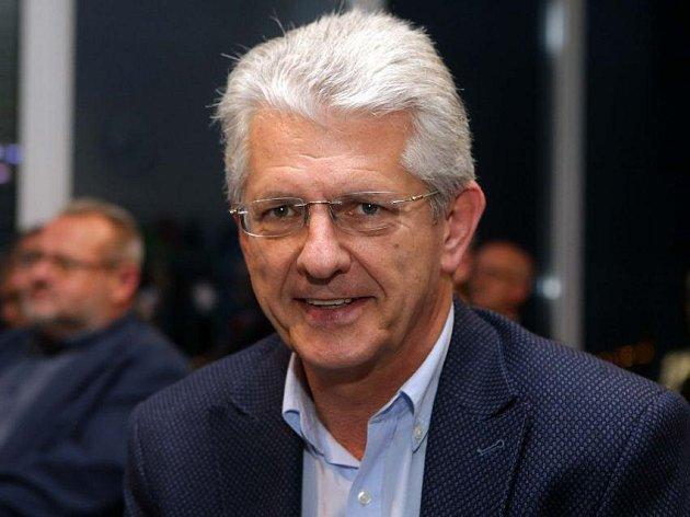 Oto Košta, lídr ANO v Olomouckém kraji ve volebním štábu v olomouckém hotelu Flora