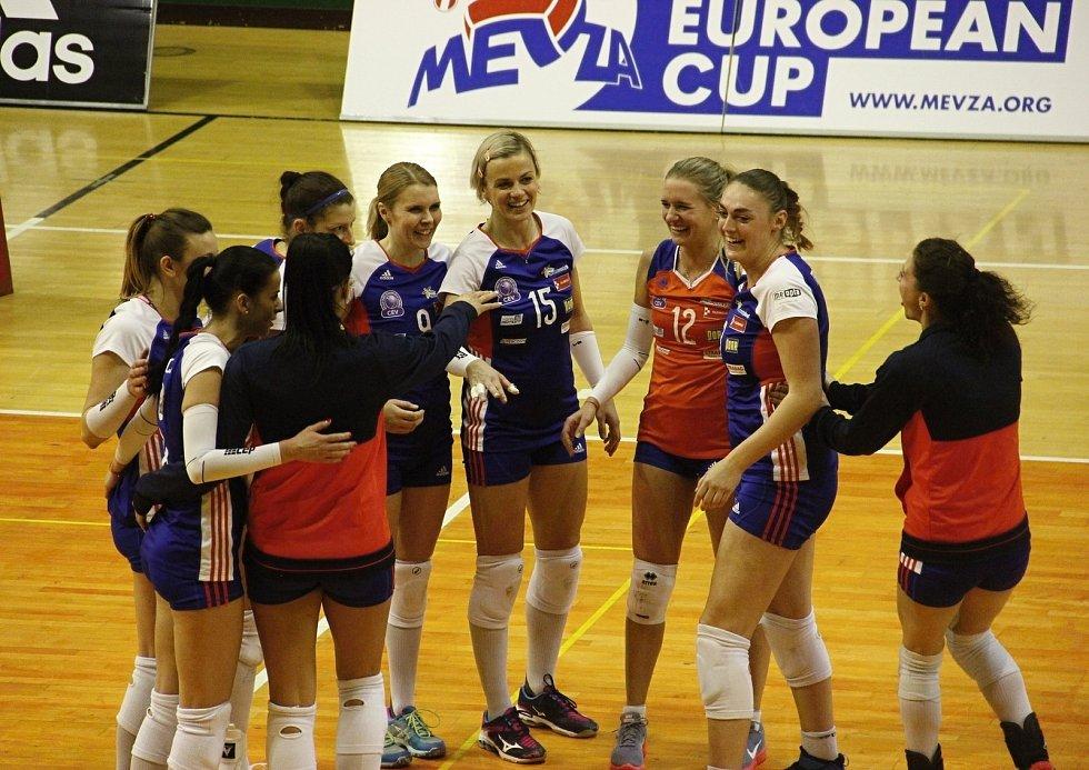 Volejbalistky Olomouce (v modrém) porazily Záhřeb 3:1.