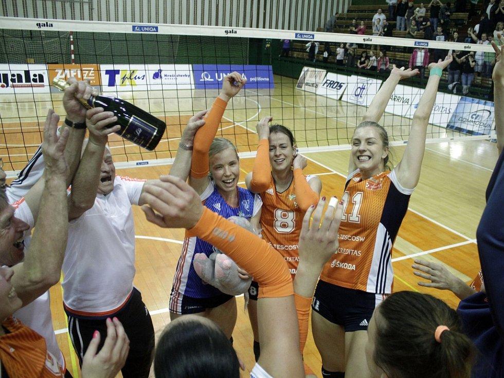 Olomoucké volejbalistky zvítězily v pátém zápase semifinále nad Ostravou 3:0 a postoupily do finále