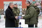 Ministr obrany Martin Stropnický. Armáda převzala na základně ve Štěpánově 26 nových vozů Tatra-810