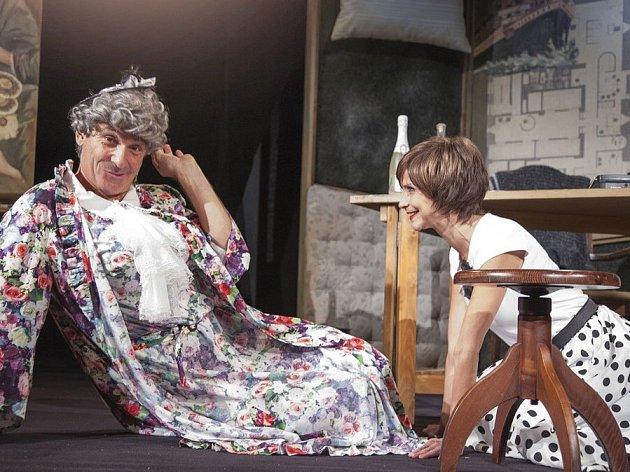 Jan Čenský v komedii Polib tetičku aneb Nikdo není bez chyby