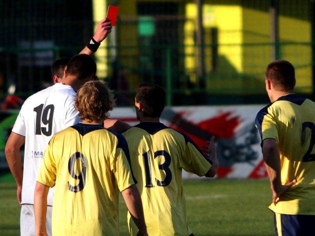 Fotbalisté HFK Olomouc (v bílém) proti Břeclavi