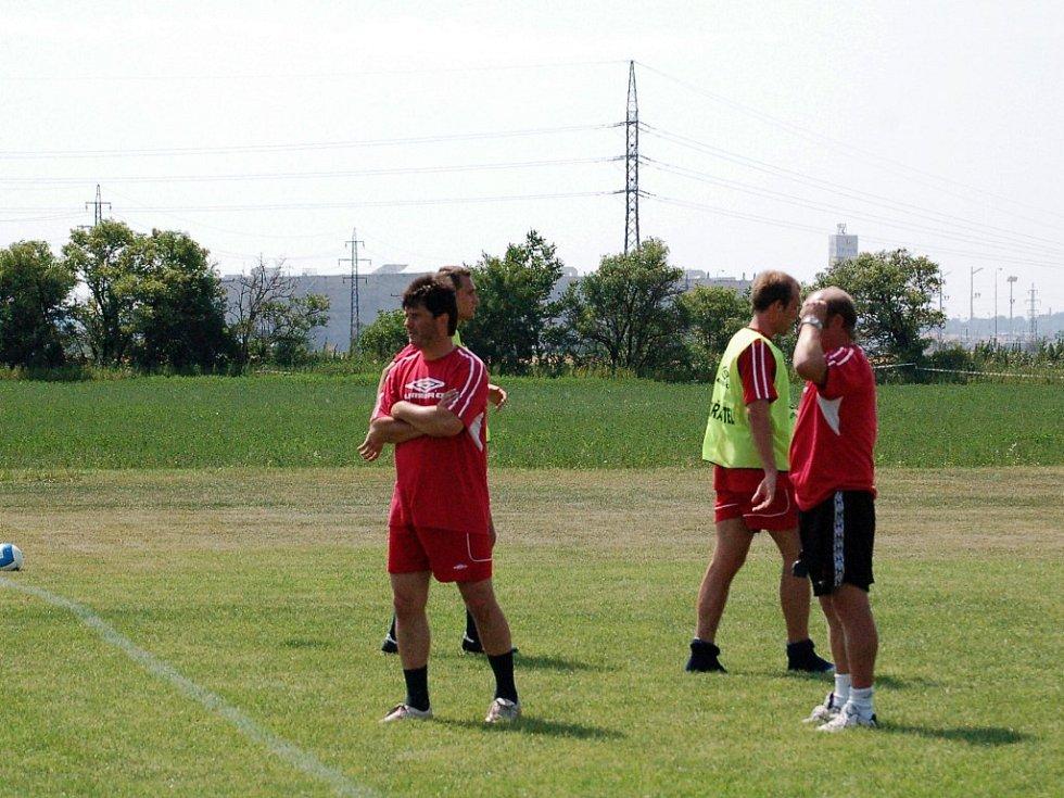 Členem realizačního týmu 1. HFK je také legendární útočník klubu Roman Sedláček (vlevo).