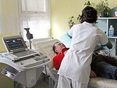 Pacient Miroslav Bittala z Prostějovska při kontrole na EKG poté, co v Nemocnice Podlesí podstoupil speciální léčbu poruchy srdečního rytmu.