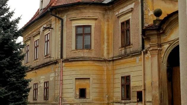Barokní fara v Nákle