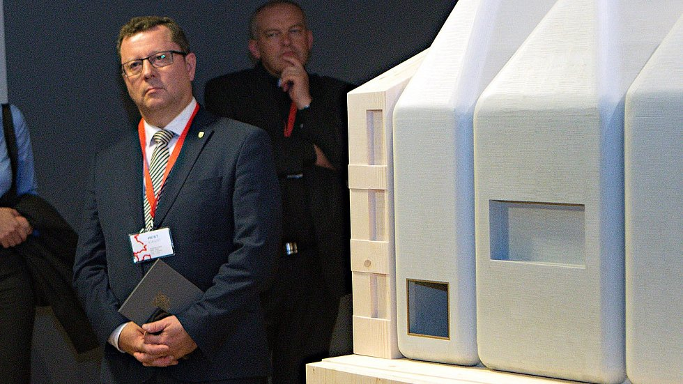 Ministr kultury Antonín Staněk na představení modelu SEFO od architekta Jana Šépky