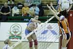 Olomoucké volejbalistky (v oranžovém) podlehly Prostějovu 0:3 Laura Emontsová