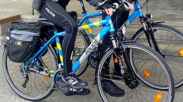 Policisté budou po městě jezdit na kole