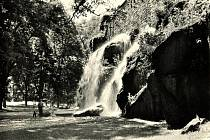 Podoba vodopádu v Bezručových sadech v sedmdesátých letech minulého století.