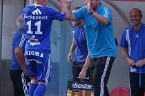 Žižkov vs. Sigma. Jan Schulmeister (Olomouc) se raduje spolu s trenérem Zdeňkem Psotkou po gólu na 0:1