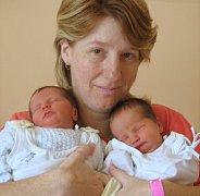 Karolína a Jakub Slivkovi, Bystrovany, narozeni 26. června v Olomouci, míry 47 a 46 cm, váhy 2600 a 2220g