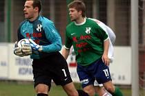 HFK Olomouc uhrál nerozhodný výsledek na půdě vedoucího celku tabulky Viktorie Žižkov. Zásluhu na tom má především brankář Holice Martin Doležal (vlevo).