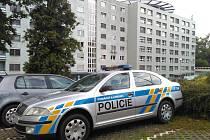 Uznaný daňový podvodník Vladislav Jarošek se před vězením ukryl v olomoucké nemocnici, kde ho hlídali policisté.