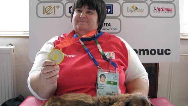 Eva Kacanu se zlatou medailí