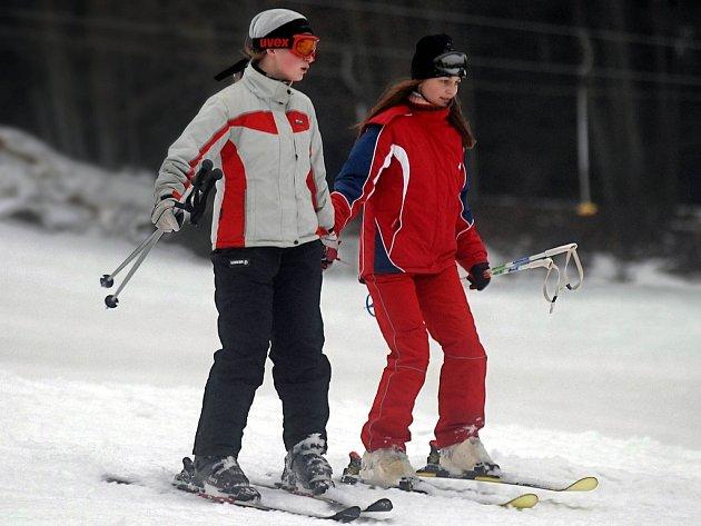 Ve dvou se to lépe lyžuje.