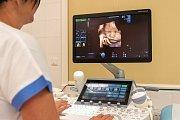 Moderní technologie umožňují rodičům získat nejen 3D snímek, nýbrž i 4D záznam, tedy rozpohybované 3D snímky ukazující reálný pohyb miminka v břiše maminky. Zobrazení plodu na nejmodernějších zařízeních nabízejí v Centru fetální medicíny, které je součást