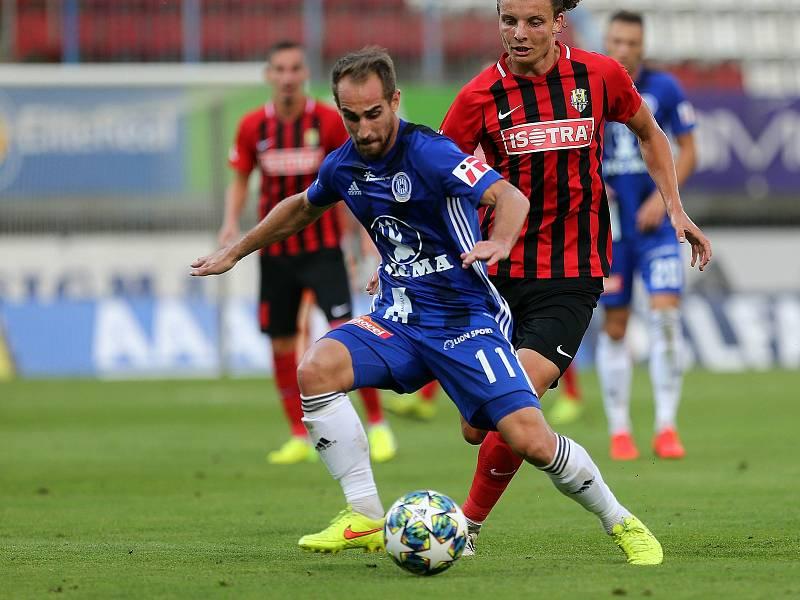 Pablo González (v modrém)