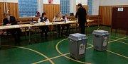 Sobotní ráno druhého kola prezidentských voleb na ZŠ v Olomouci - Černovíře
