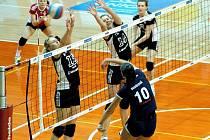 Olomoučanky (v modrém) proti Přerovu - 2. čtvrtfinále