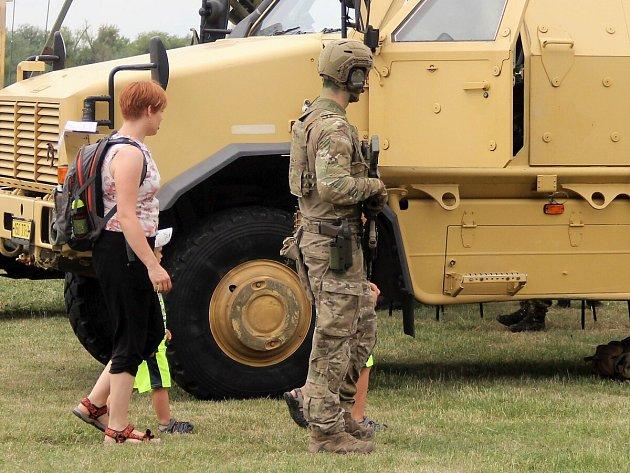 Army Day na baseballovém hřišti na Lacích