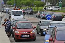 Kvůli uzavřené ulici 17. listopadu je doprava na objízdných trasách na pokraji kolapsu
