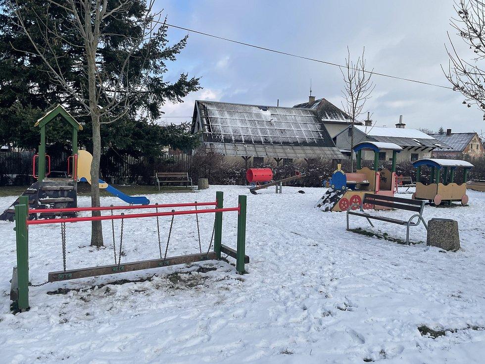 Dlouhá Loučka, dětské hřiště, leden 2021