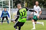 David Rozehnal (vpravo). Fotbalisté Kožušan (v bílém) proti Olešnici