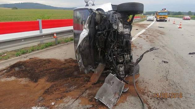Po neznámém řidiči vozu bílé barvy, který 14. srpna vytlačil na dálnici D1 mezi Ostravou a Olomoucí Opel Vivaro, pátrají policisté Dálničního oddělení Kocourovec.